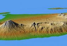 Vulkan Agung am linken Rand