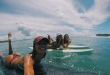Victoria Vergara surft auf ihrem Longboard durch die Mentawais