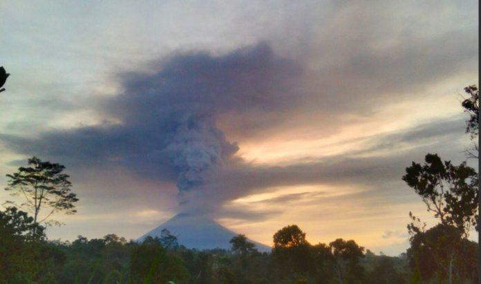 Der Agung auf Bali bricht aus