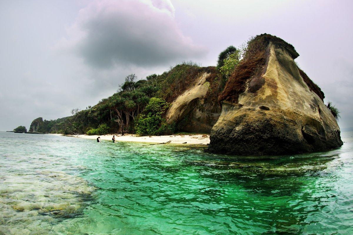 Der Traum eines jeden Soulsurfers: Eine einsame Insel, vor der eine perfekte Welle bricht.