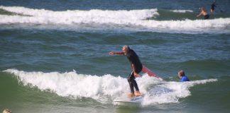 Gaston Surtmann surft immer noch auf Sylt.