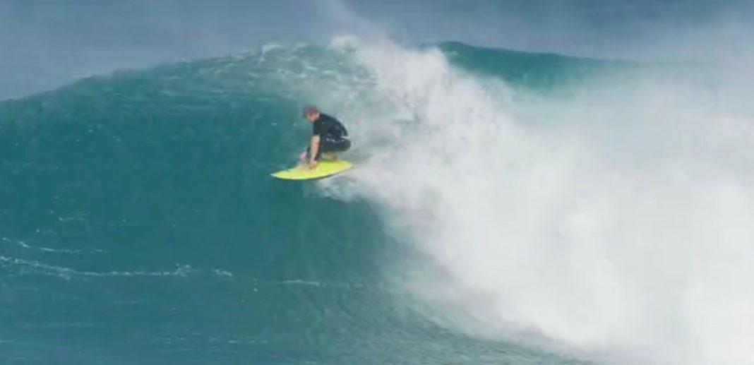 John John Florence holt die einzige surfbare Welle in Pipeline