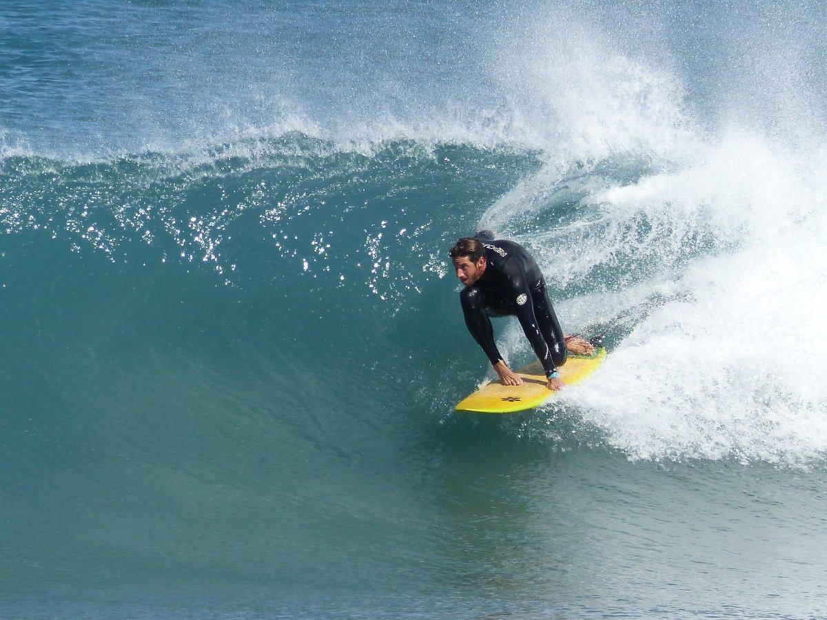 Bernie Ginard weiß, wann wo die besten Wellen brechen. Foto: Laola Surf School