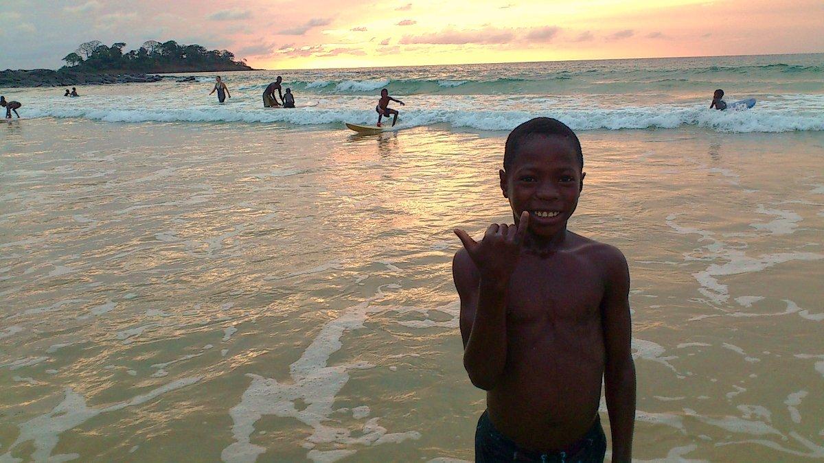 Wieso nicht einmal nach Sierra Leone fahren? Die Locals freuen sich über jeden Besucher!