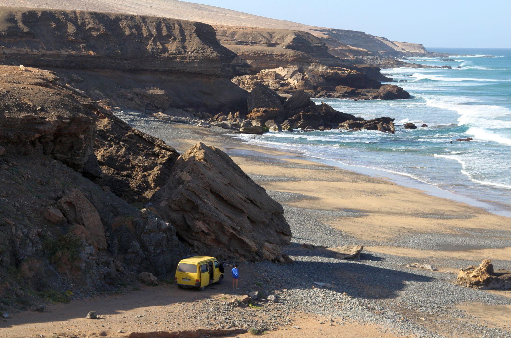 Leere, einsame Wellen sind auch auf Fuerteventura noch zu haben. Zum Beispiel am Playa de Garcey... Foto: Julian Siewert