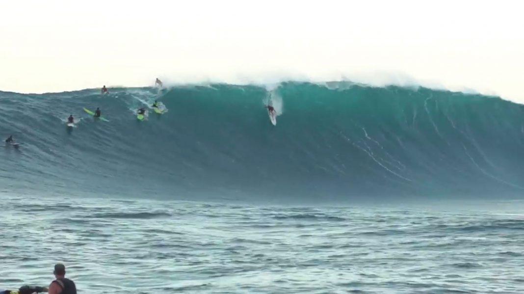Wenn ein XXL-Swell auf Hawaii trifft