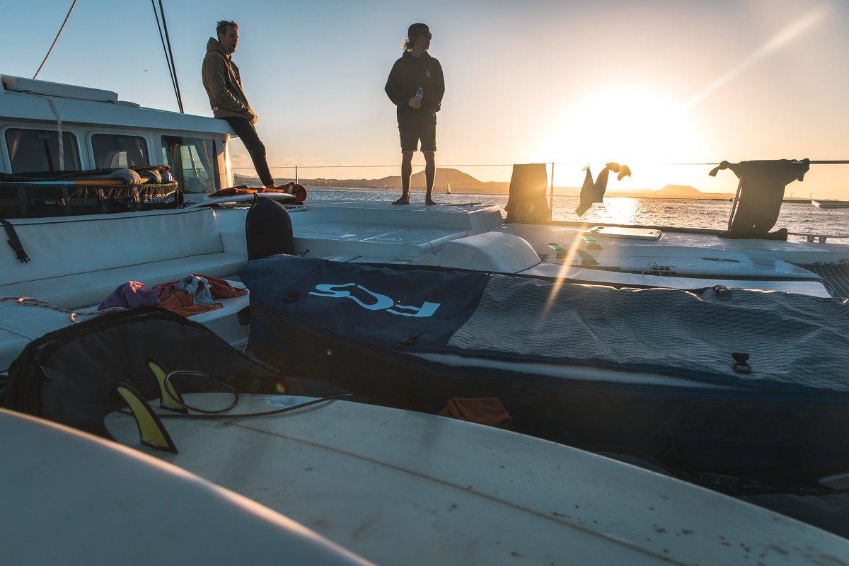 Was gibt es nach einem erfolgreichen Surftag besseres als ein Sunset-Bier? Foto: Matze Ried