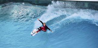 Stu Kennedy surft die Wavegarden Cove in Spanien