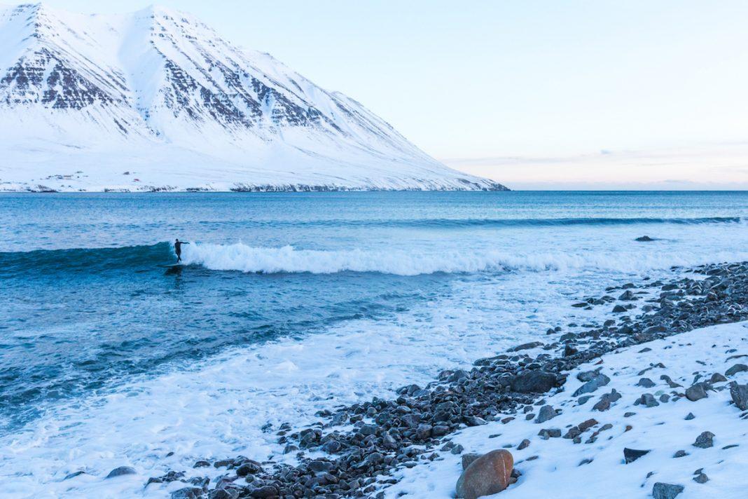 Island ist da, wo die kalten Wellen brechen