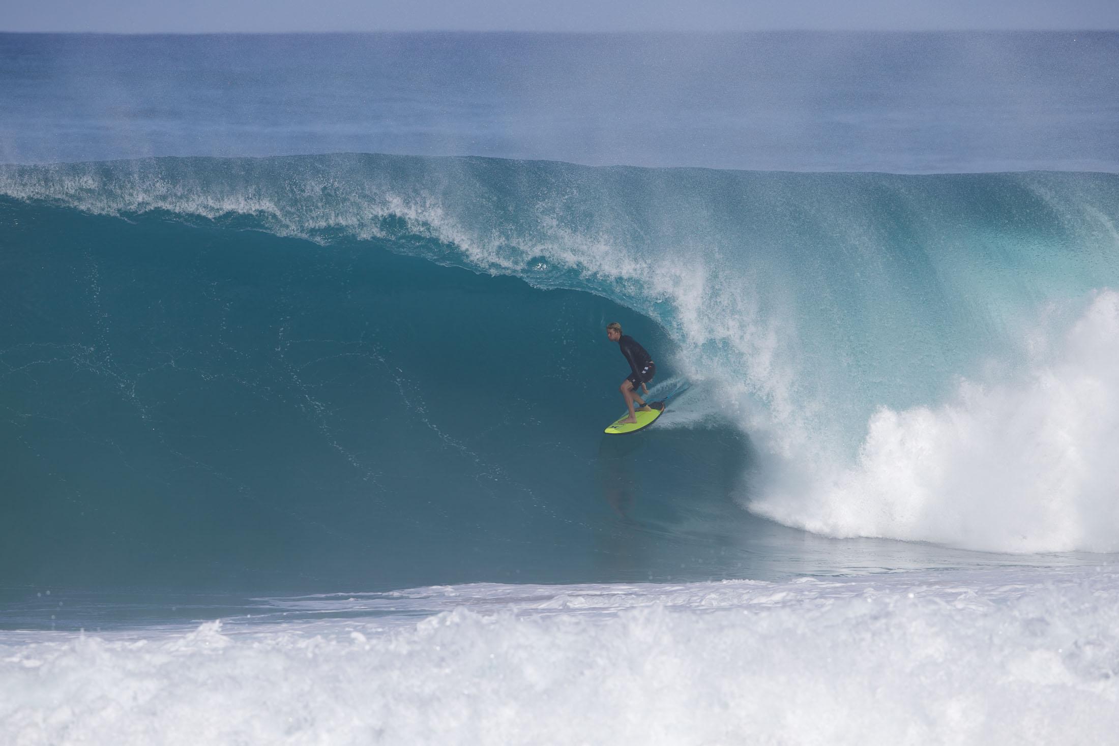 Nur einer der Gründe, wieso John John Florence zu den besten Surfern der Welt zählt. Foto: Mike Latronic/ Dakine