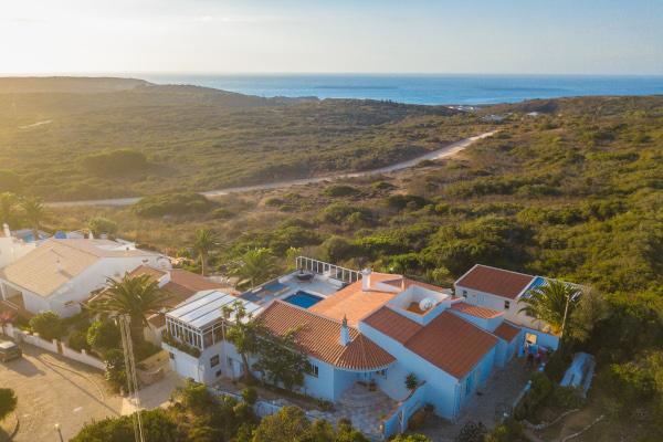 Arbeiten, wo andere Urlaub machen: Von der Surflodge sind es nur wenige Minuten bis zum Strand und den erstklassigen Wellen Portugals. Foto: Matze Ried/ Pure Surfcamps